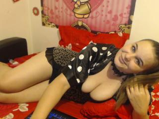 YourOnlyQueen webcam